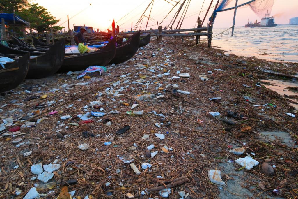 """La """"face cachée"""" des filets de pêche de Cochin"""