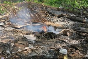 Brûler ses déchets en Inde pour faire disparaitre la pollution