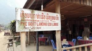 panneau vers la veranda bungalows guesthouse a muang ngoy