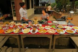 petit déjeuner buffer à Muang Ngoi