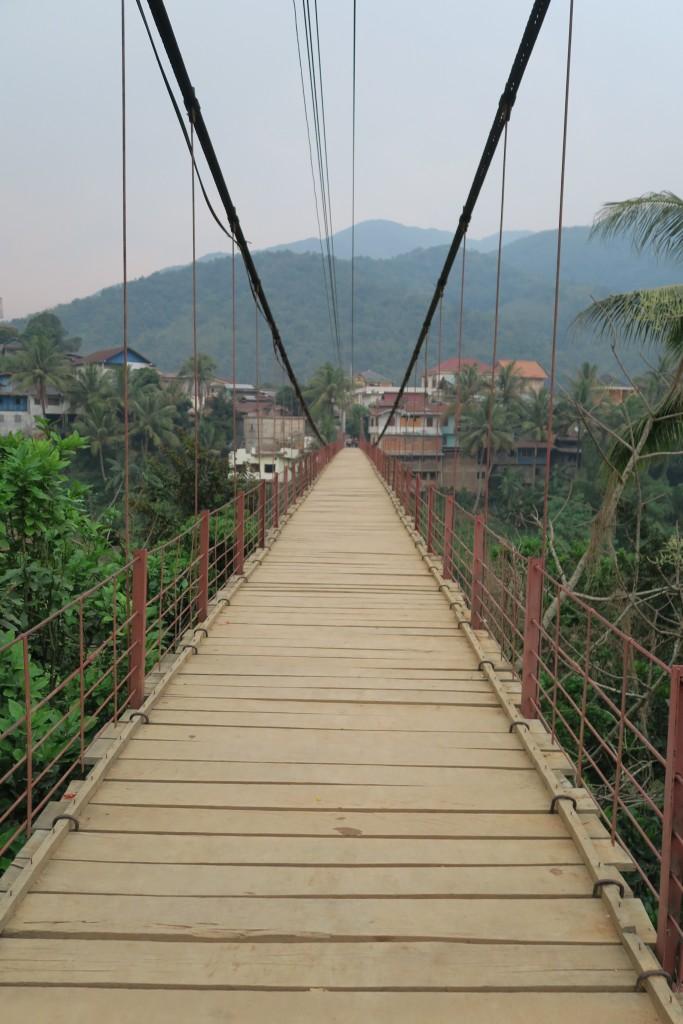 Pont en métal à Muang Khua 2