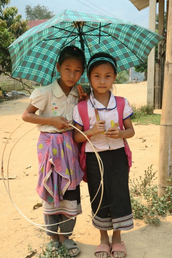enfants dans le village de Harsao près de Nong Khiaw